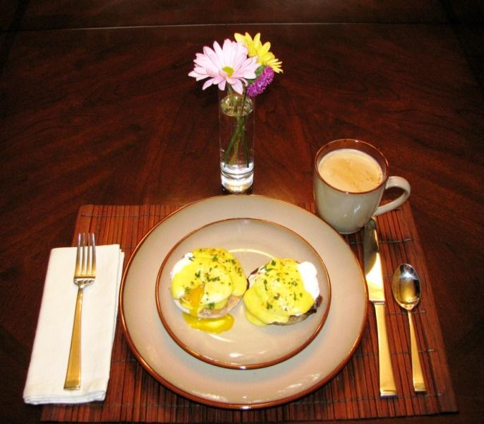 PaulaReyne.com Perfect eggs benedict 686x600