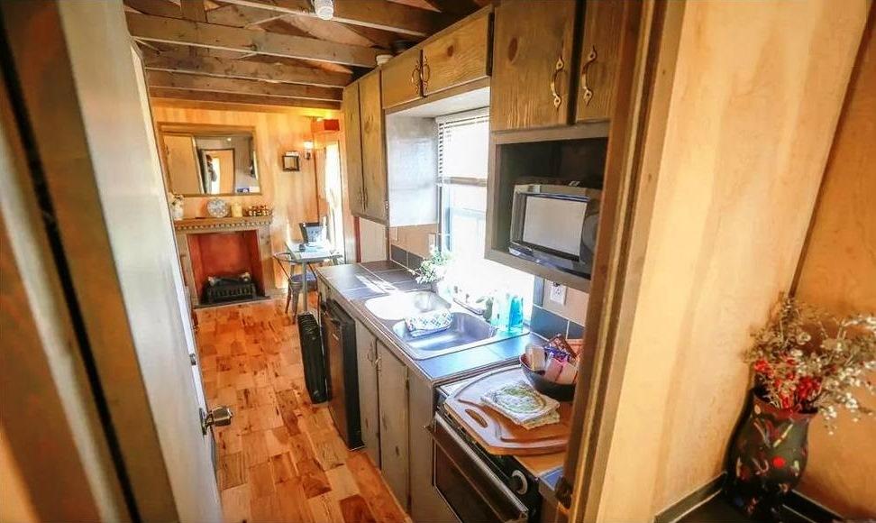 PaulaReyne.com Tiny house kitchen